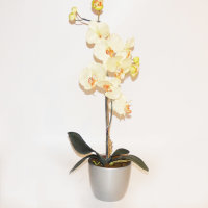 Kunstblume Orchidee gelb in einem silbernen Übertopf...